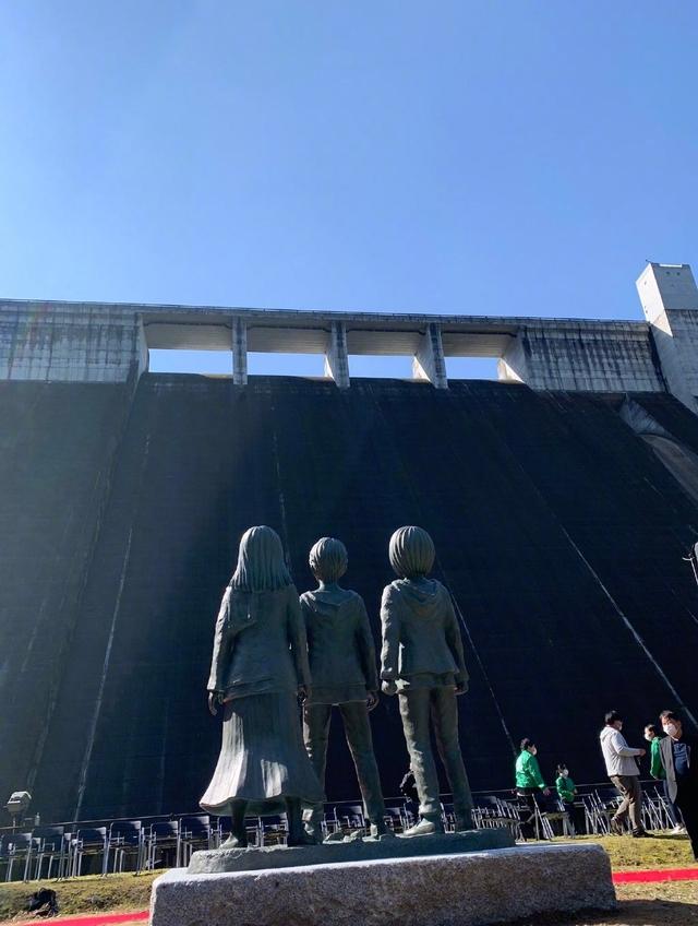 「进击的巨人」作者在铜像揭幕式宣布漫画剧情仅剩1%